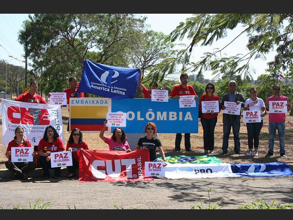 Brasil pede paz para educadores da Colômbia 20