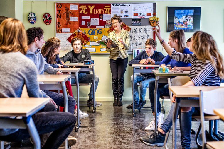 Revista Educação: Benefícios e dificuldades de implantar projetos de educação sexual nas escolas 22