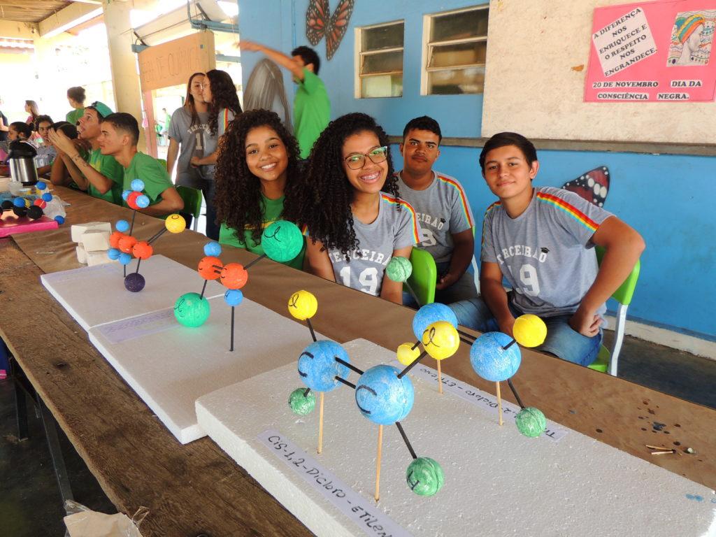 Feira de Química coloca em prática os conhecimentos dos alunos da Escola Estadual Afonso Pena 11