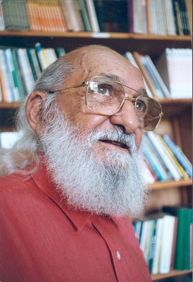 Paulo Freire é terceiro teórico mais citado em trabalhos acadêmicos no mundo 11