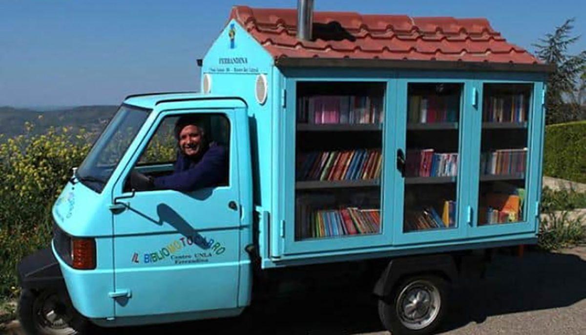 Aposentado amante de livros cria biblioteca móvel, levando acesso à leitura para crianças 3