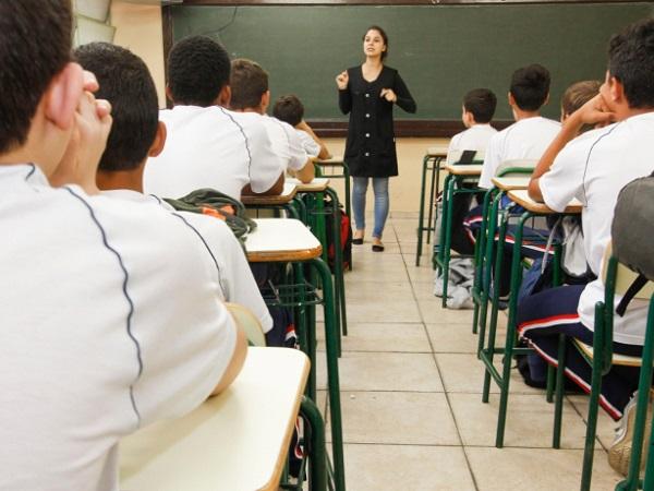 Cortes de R$ 1,6 bi no Orçamento e não regulamentação do Fundeb ameaçam educação 7